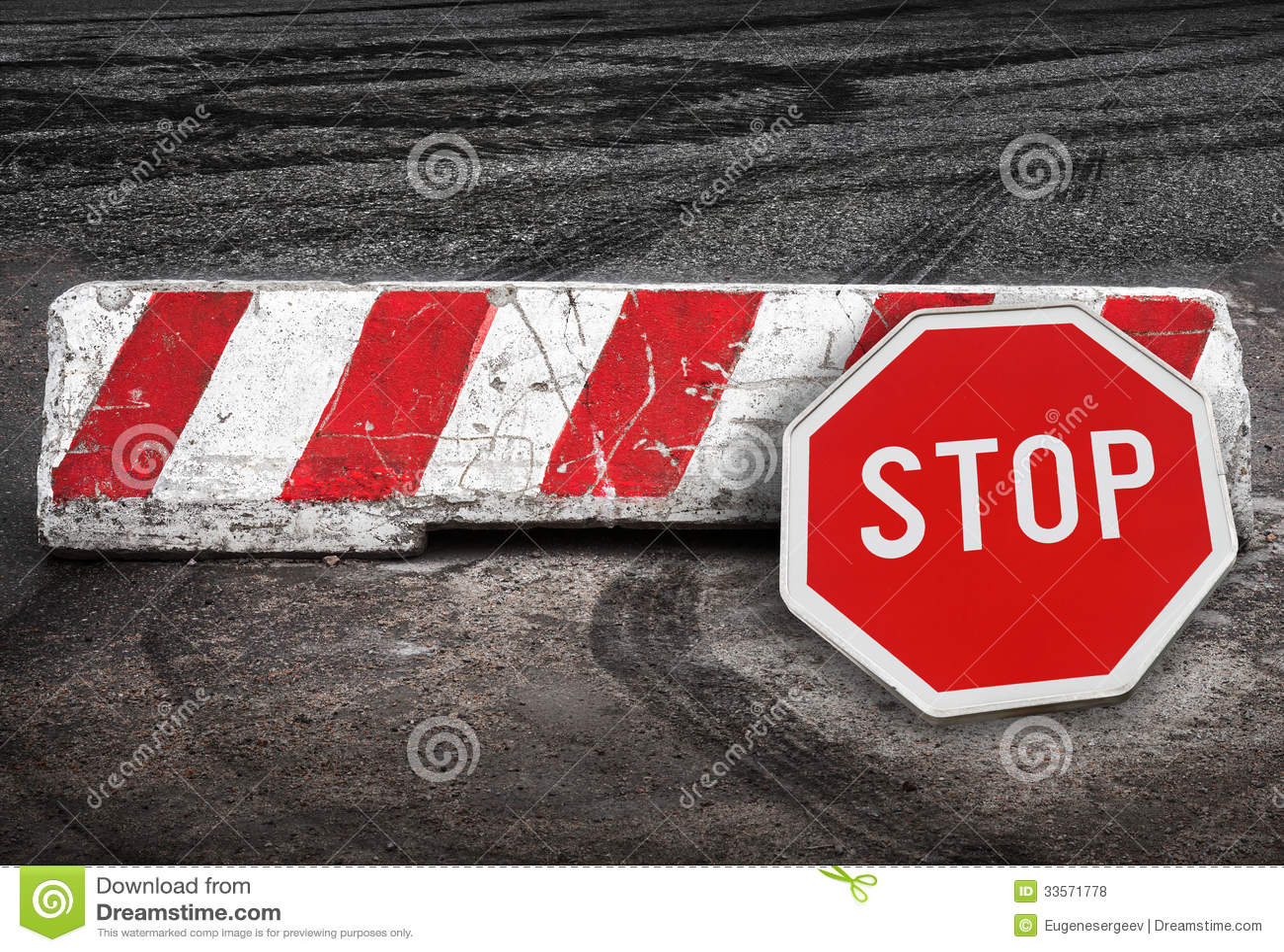 红色白色路障碍和中止路标