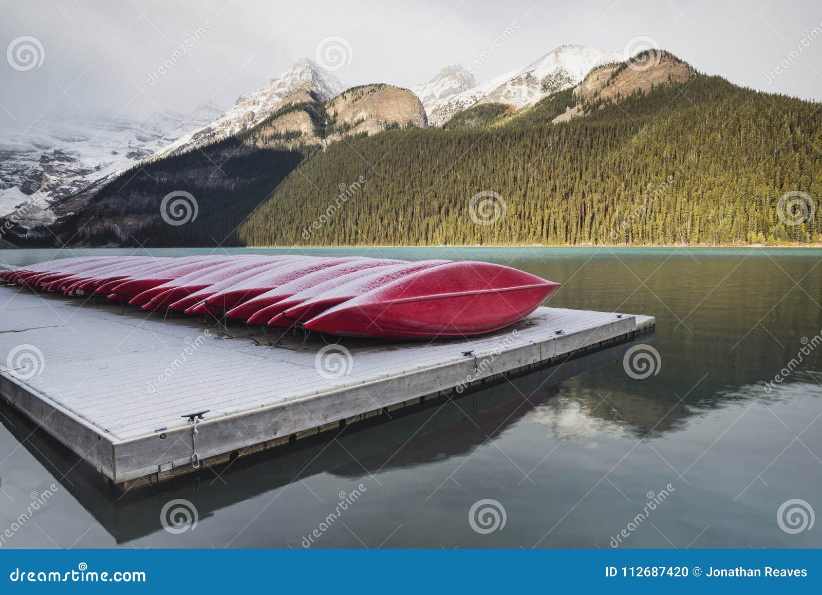 红色皮船,路易丝湖,班夫国家公园,亚伯大,加拿大