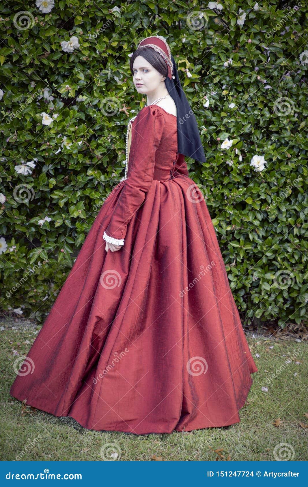 红色礼服的托特妇女
