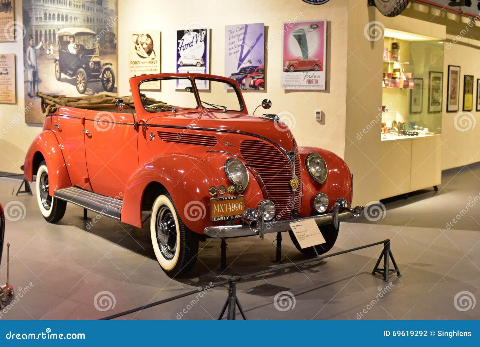 红色福特V-8敞蓬旅游车1938模型在遗产运输博物馆在古尔冈,哈里亚纳邦印度