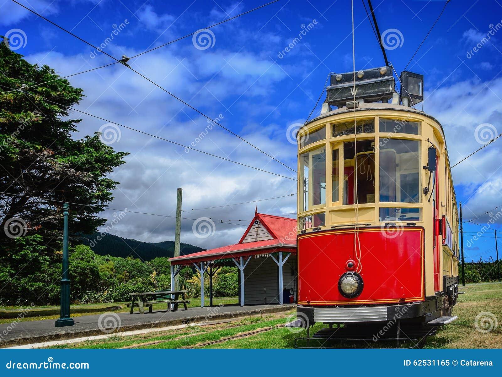 红色葡萄酒电车