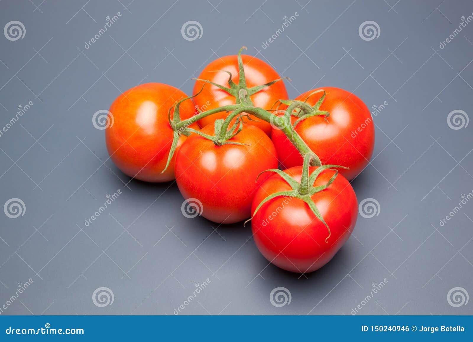 红色蕃茄,与表示生气勃勃和健康水的滴