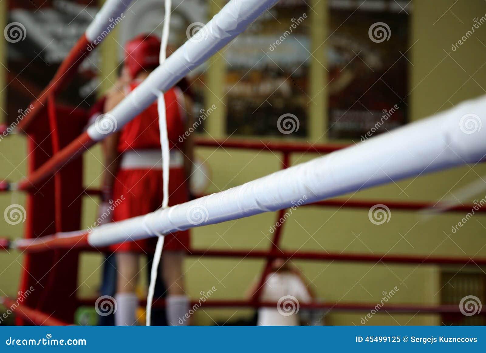 红色角落的拳击手