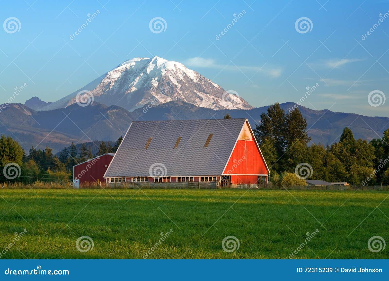 红色更加多雨谷仓和的Mt