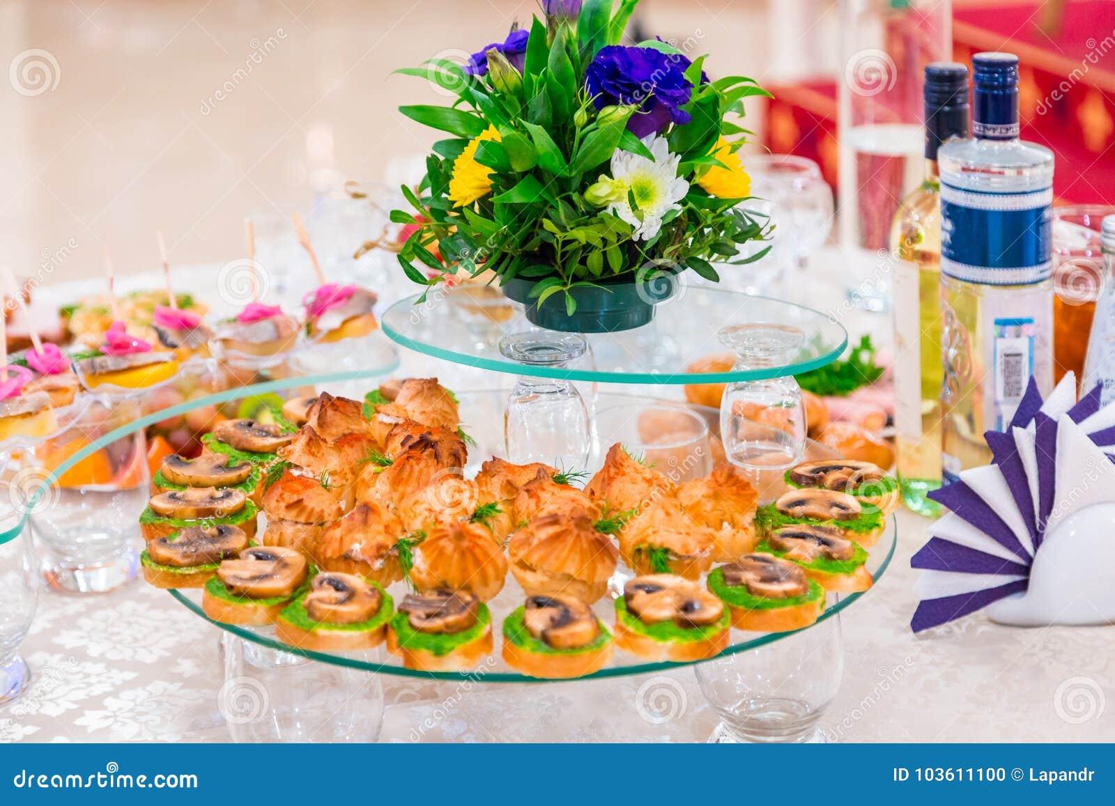 纤巧和快餐在宴会 公司事件 外部承办酒席 抛光