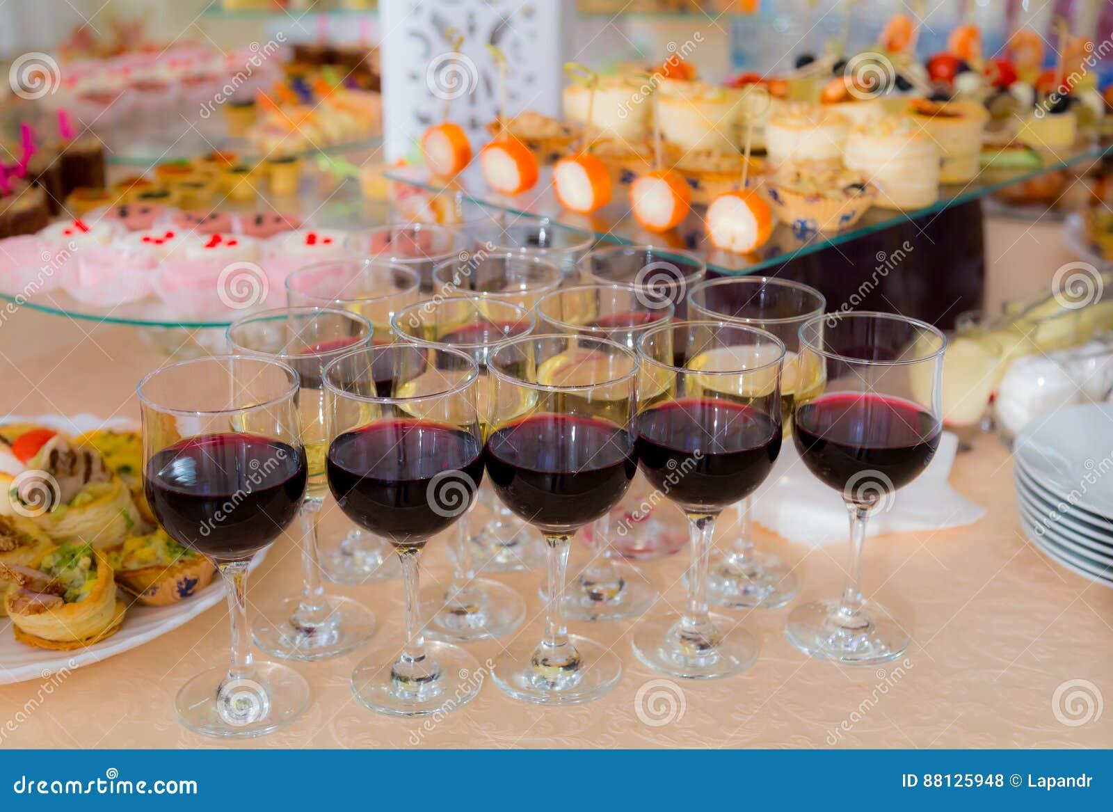 纤巧和快餐在自助餐 海鲜 节目招待会 洗礼
