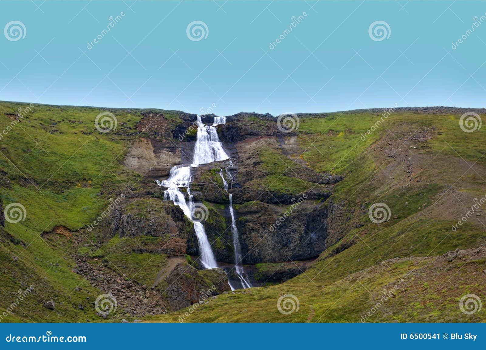 级联青山瀑布