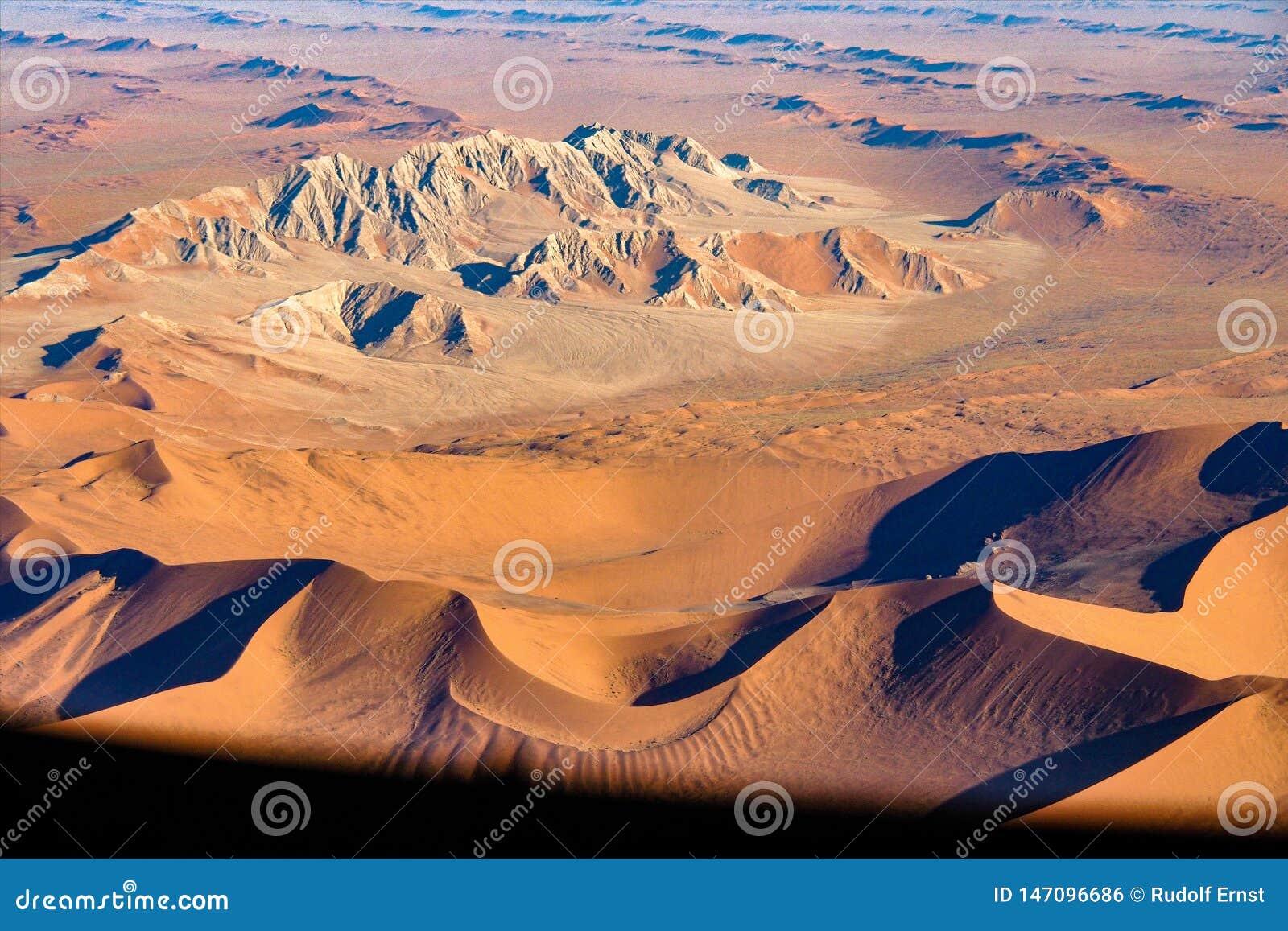 纳米比亚最基本的海岸的沿海沙丘的鸟瞰图