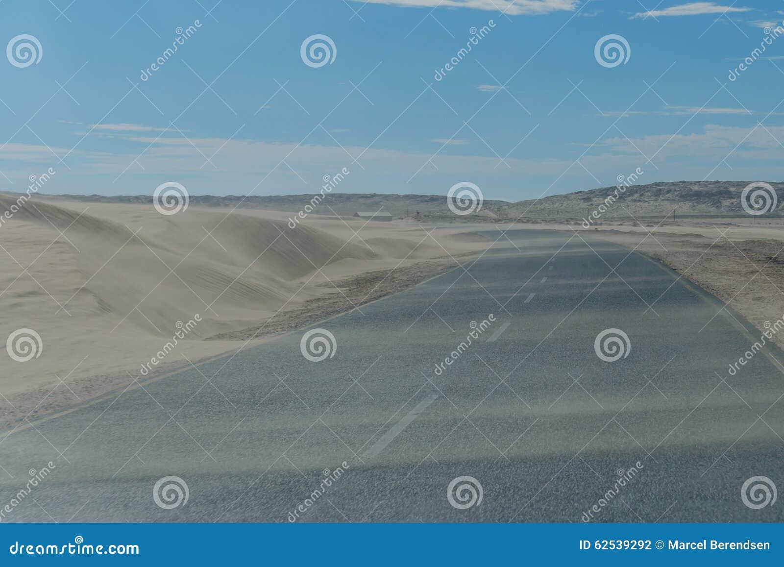 纳米比亚-向LÃ ¼ deritz的路