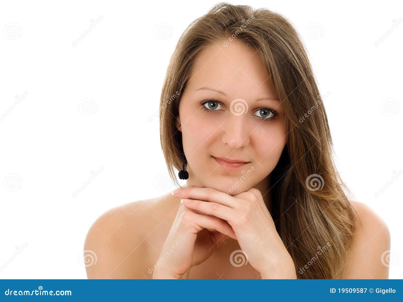 纵向俏丽的微笑的妇女年轻人