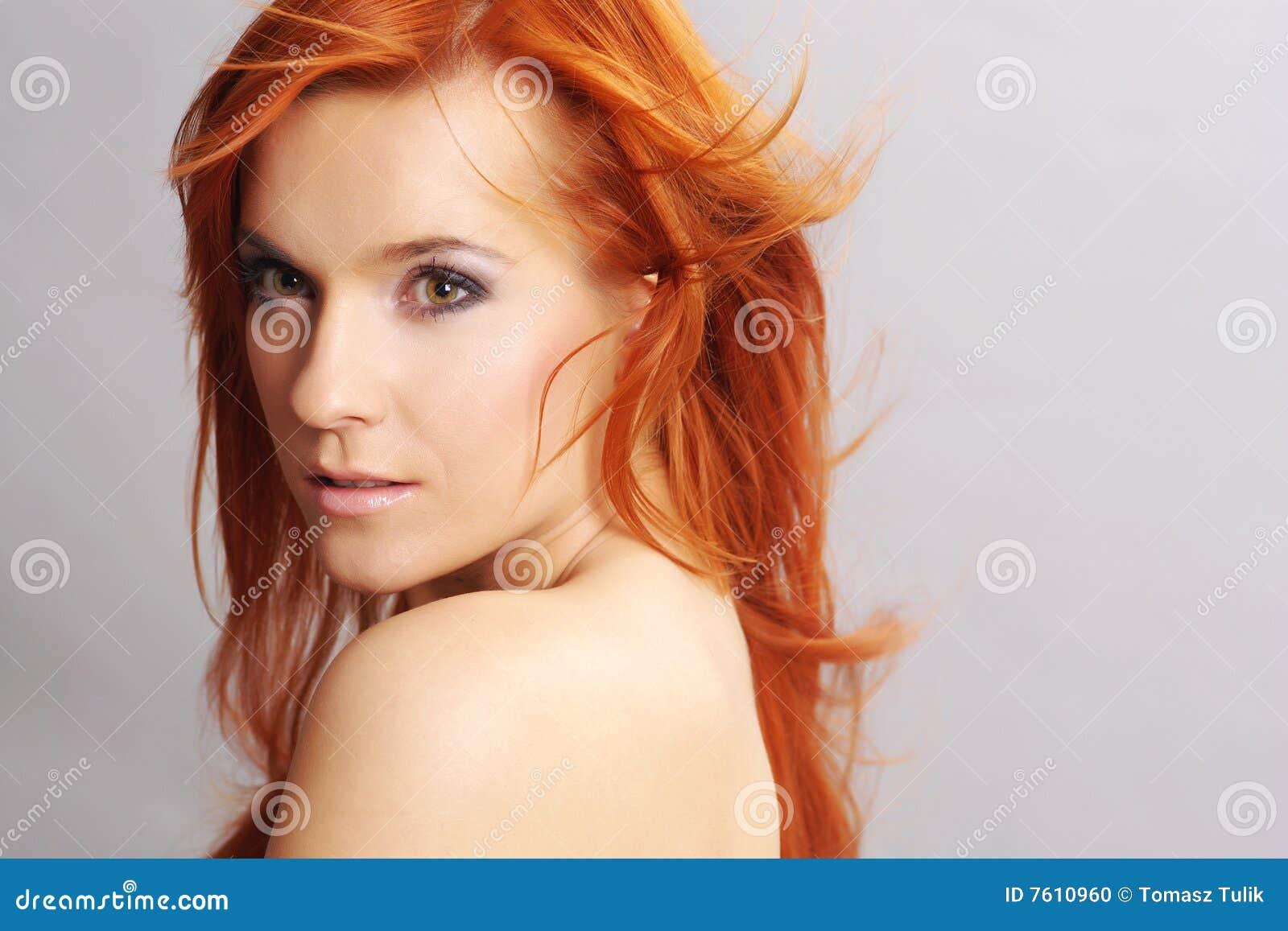纵向红头发人妇女