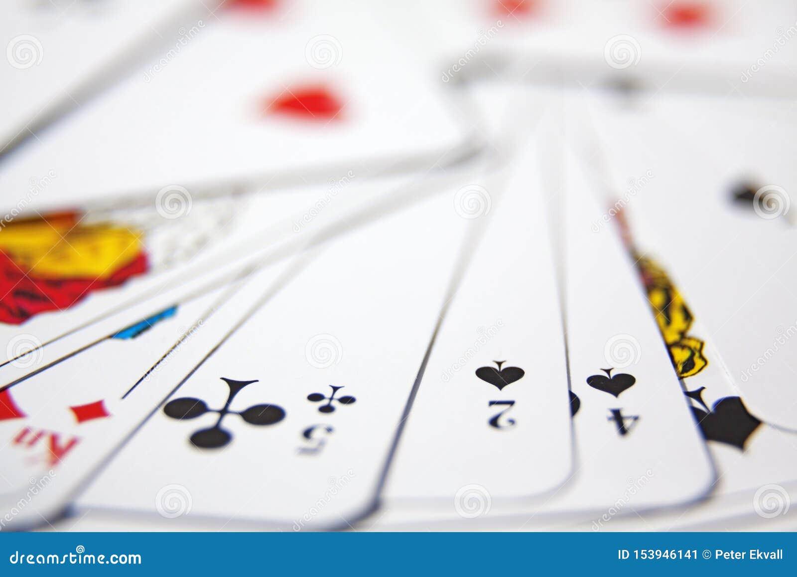 纸牌在堆在纸牌戏法以后