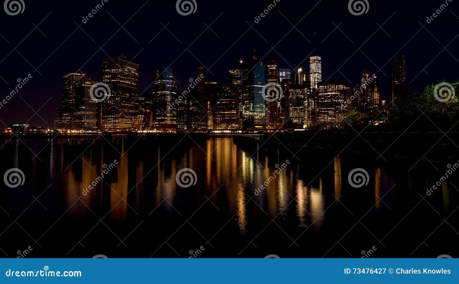 纽约与反射的地平线夜