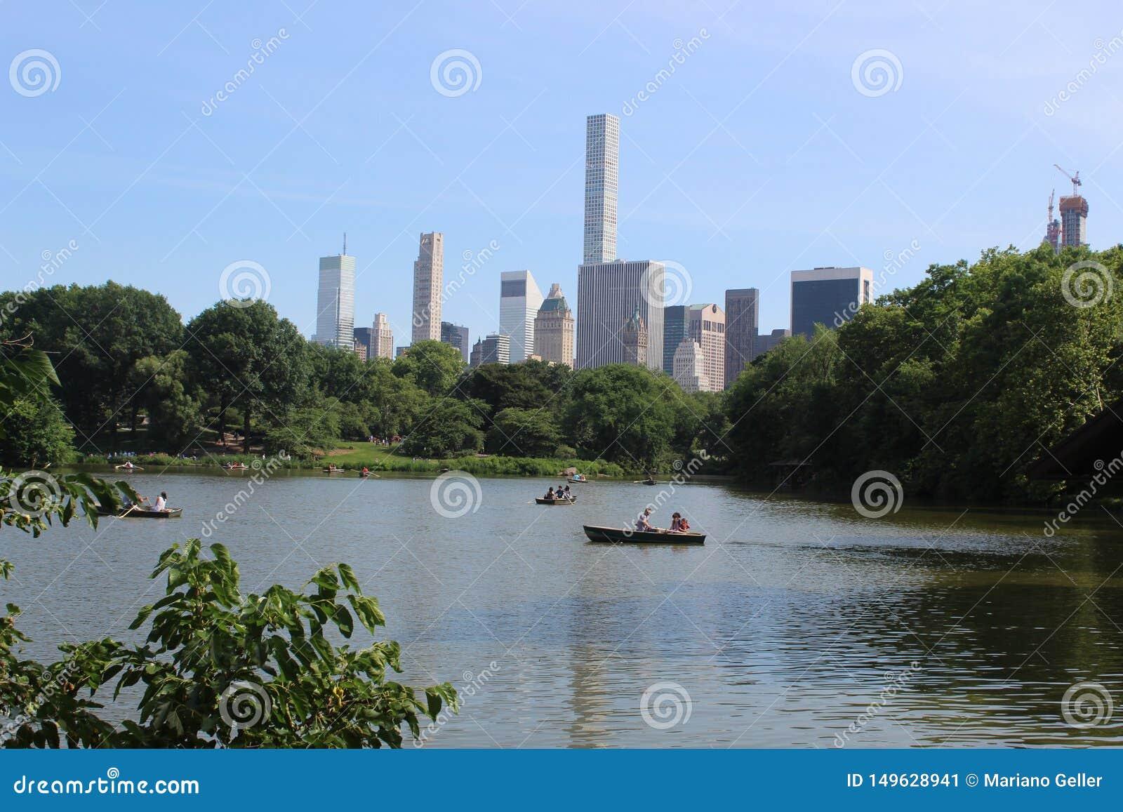 纽约看法从湖的在中央公园