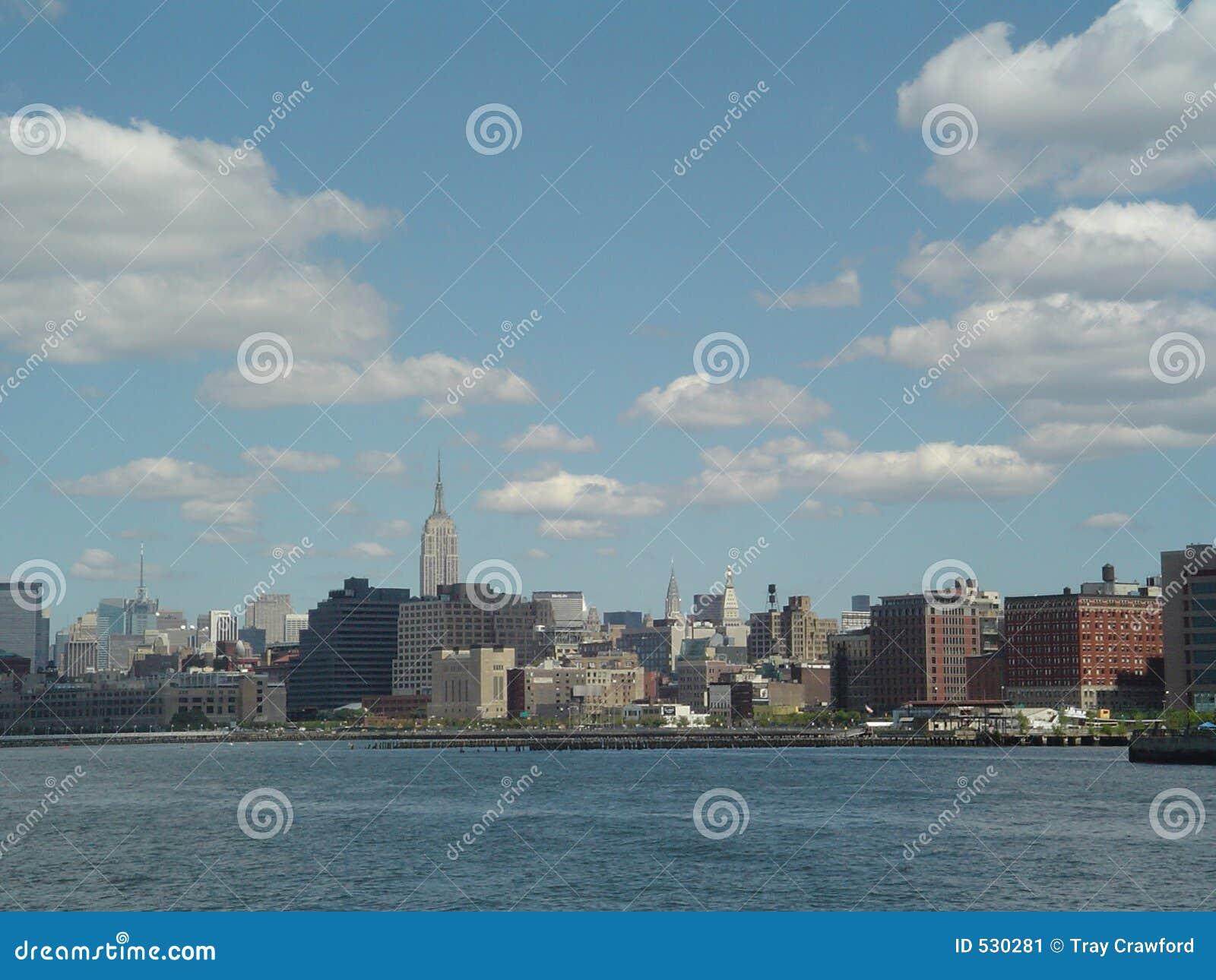 Download 纽约 库存图片. 图片 包括有 天空, 拱道, 城市, 小珠靠岸的, 风景, 视图, 背包徒步旅行者, 商业 - 530281