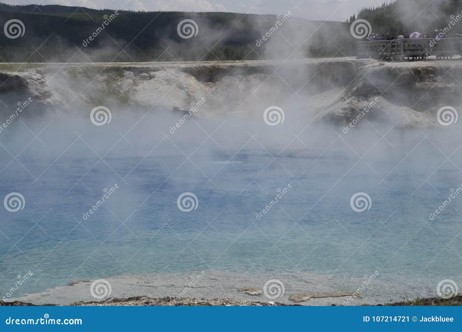 细刨花喷泉火山口黄石公园