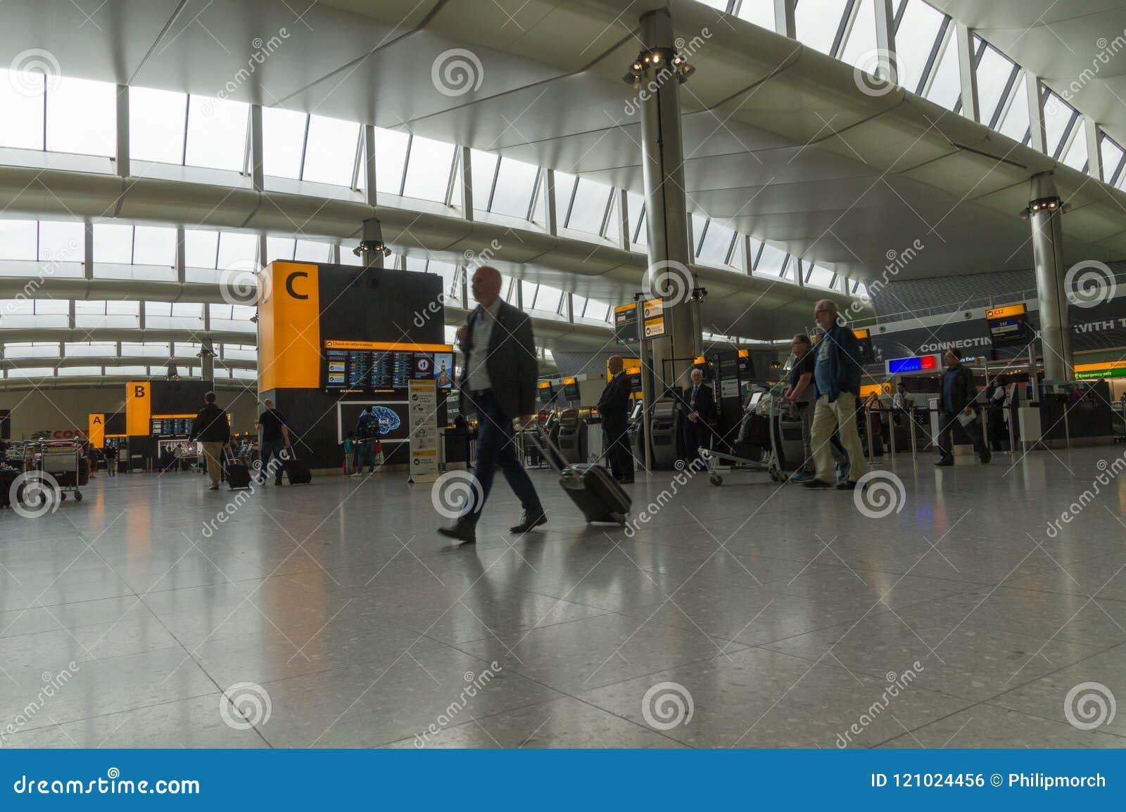 终端的2现代离开大厅希思罗机场的,伦敦,英国