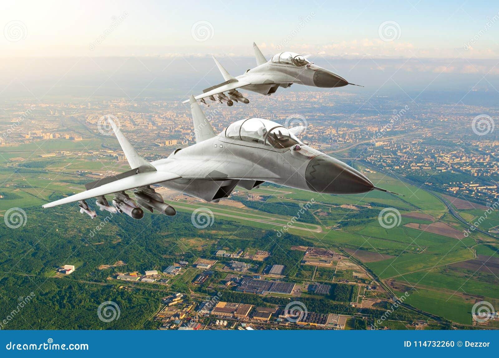 结合军用喷气式歼击机航空器,飞行高在城市和机场