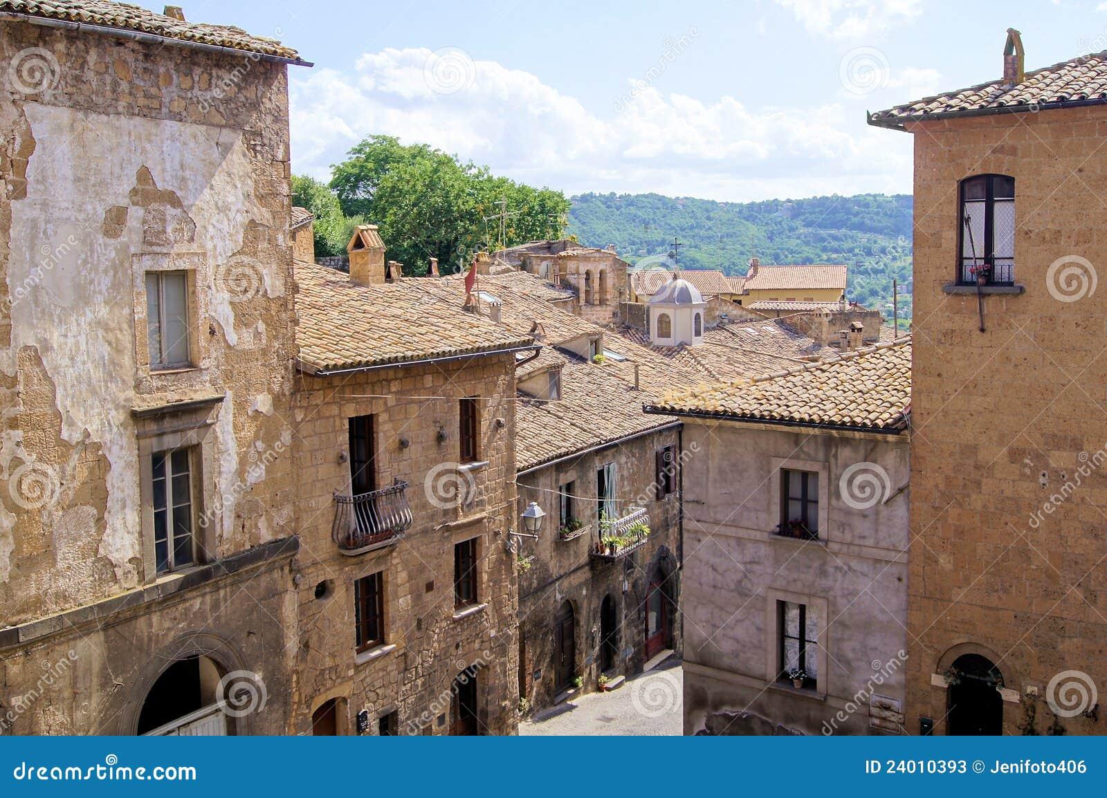 石头城镇意大利中世纪orvieto大厦小山.柯迪亚克1.8和冠道1.5图片