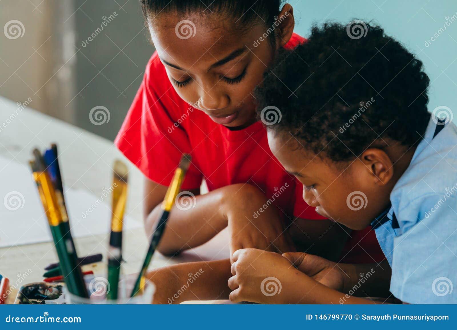 绘非裔美国人的孩子画和