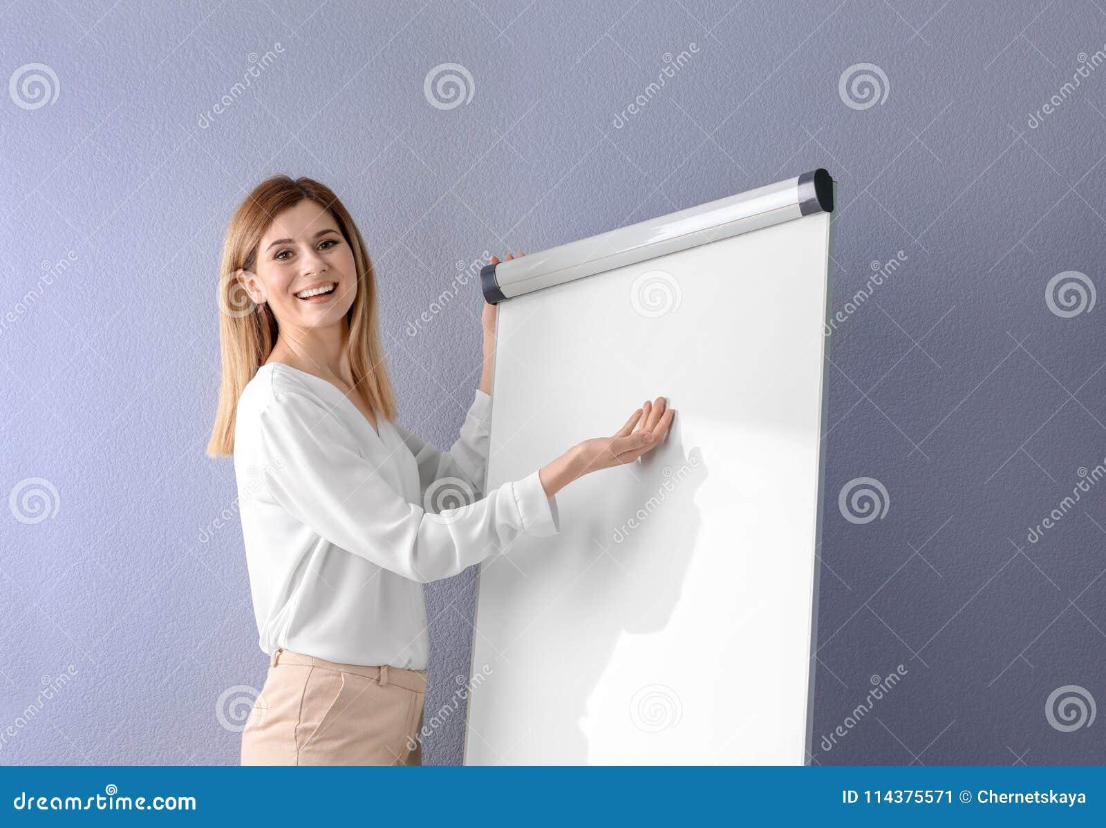 给介绍的女性企业教练员