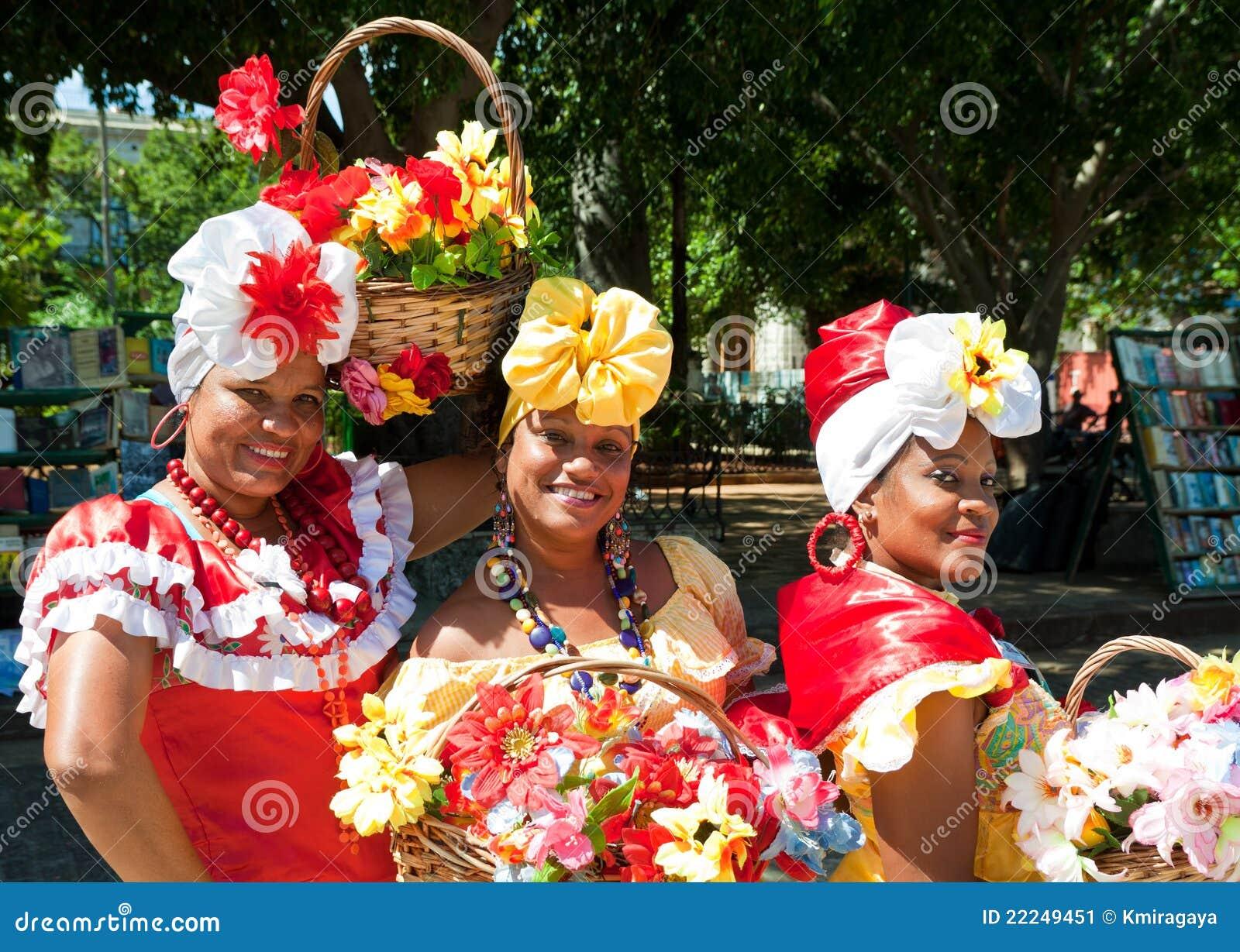 给哈瓦那老典型的妇女穿衣