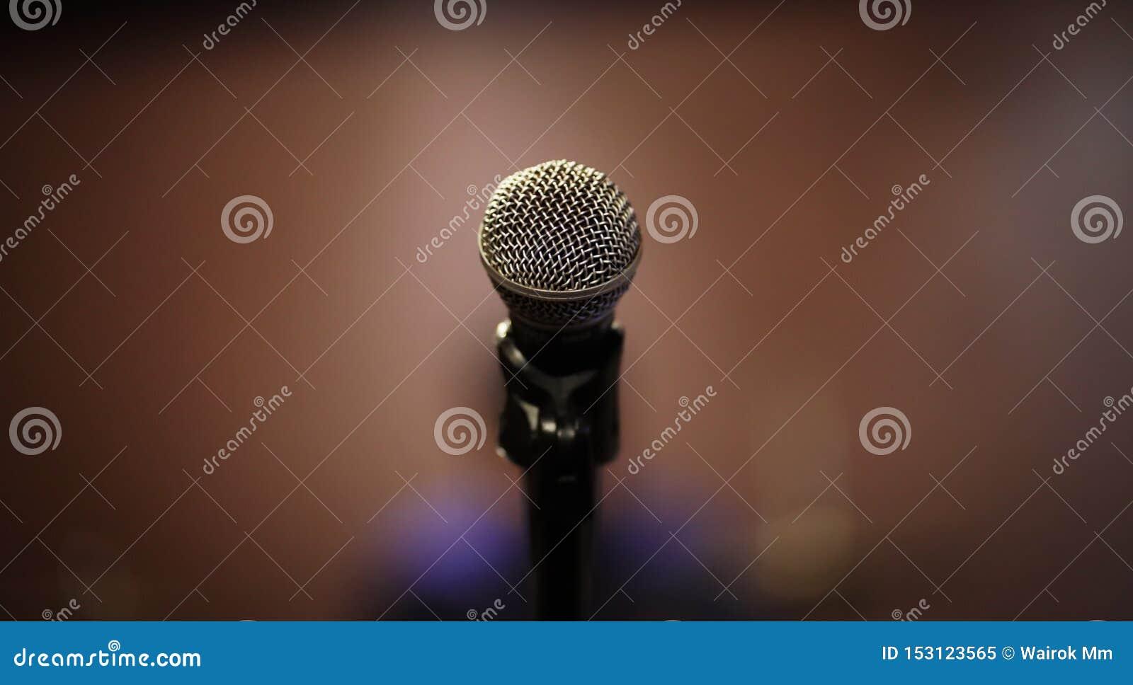 给我话筒它的时刻唱歌