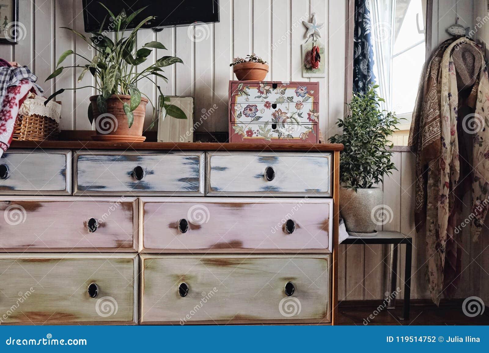 绝尘室木墙壁镜子家具洗脸台