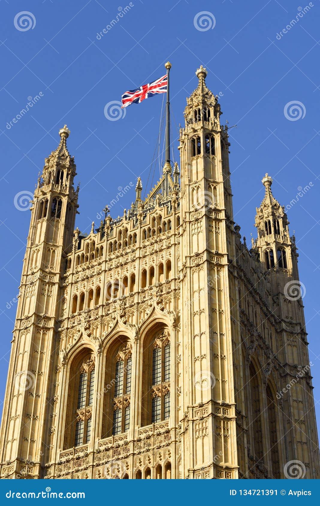 维多利亚塔,方形的塔在威斯敏斯特宫的西南结尾在伦敦