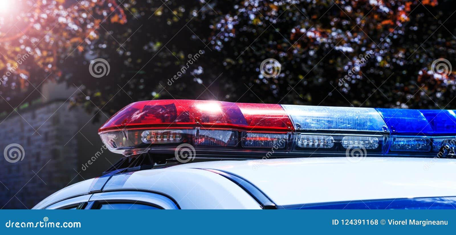 维持在汽车的光治安在城市罗阿的交通监视期间
