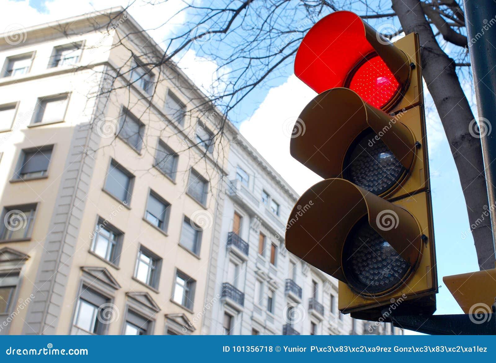绿灯红色业务量黄色