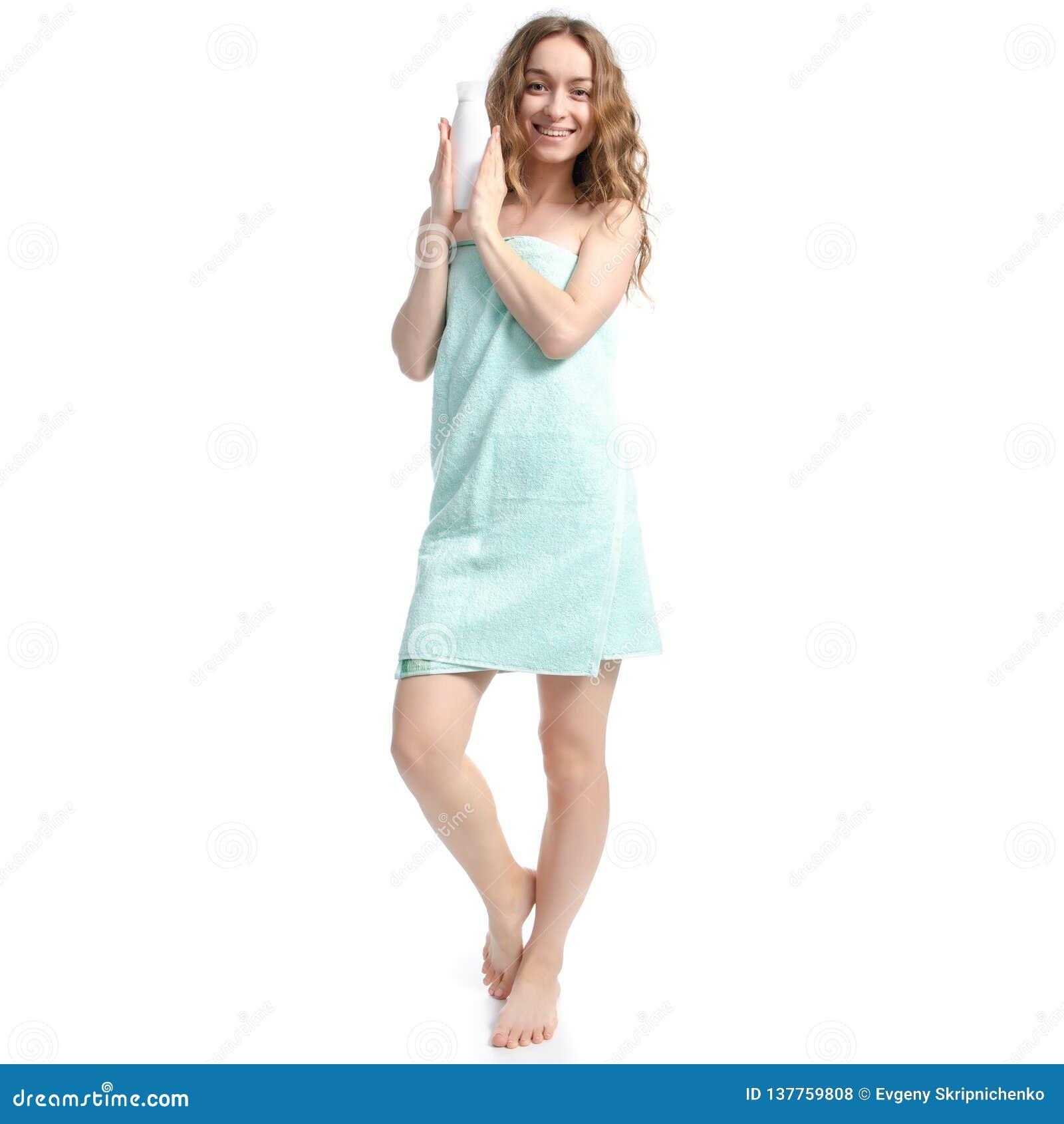 绿色毛巾白色瓶奶油化妆水手中秀丽身体关心的美女