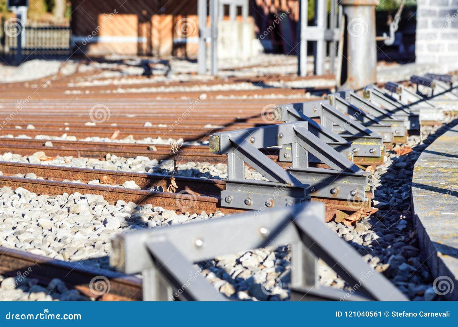 缓冲桩 结尾极限的,局限制约界限,被禁止,末端,边界铁路轨道概念