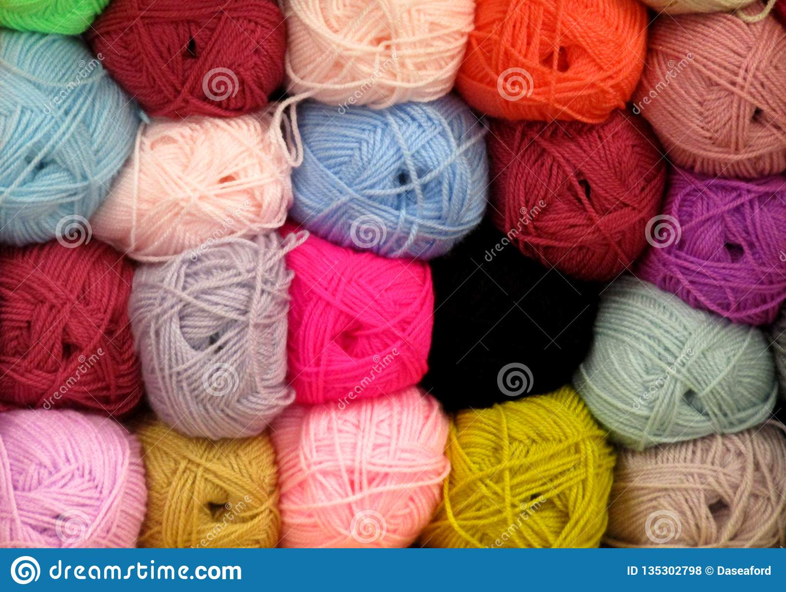 编织羊毛的球