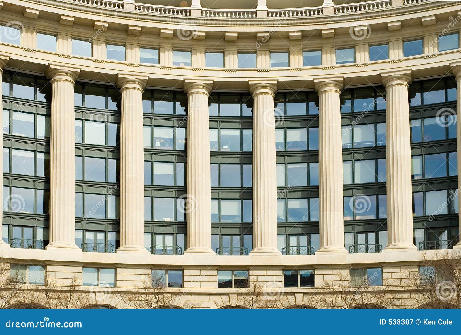 Download 编译的经典现代办公室 库存图片. 图片 包括有 视窗, 天空, 工作, 建筑师, 弯曲, 来回, 柱子, 办公室 - 538307