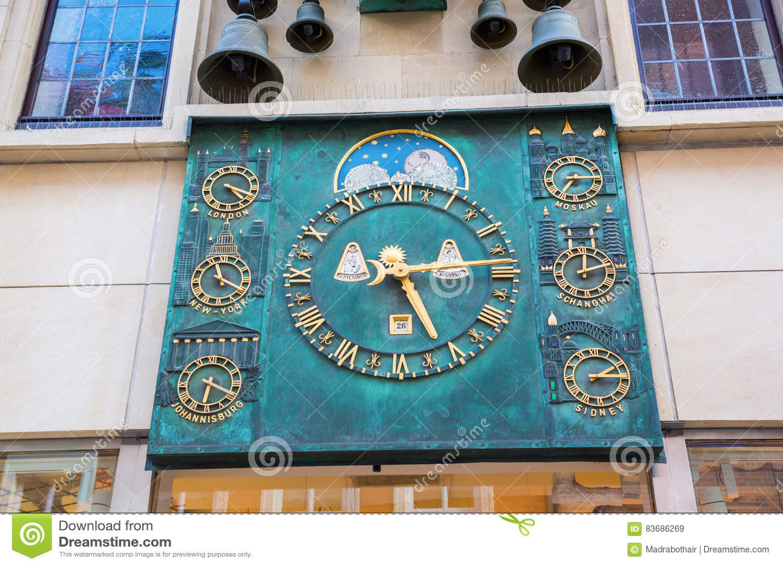 编钟和世界时钟在曼斯特,德国