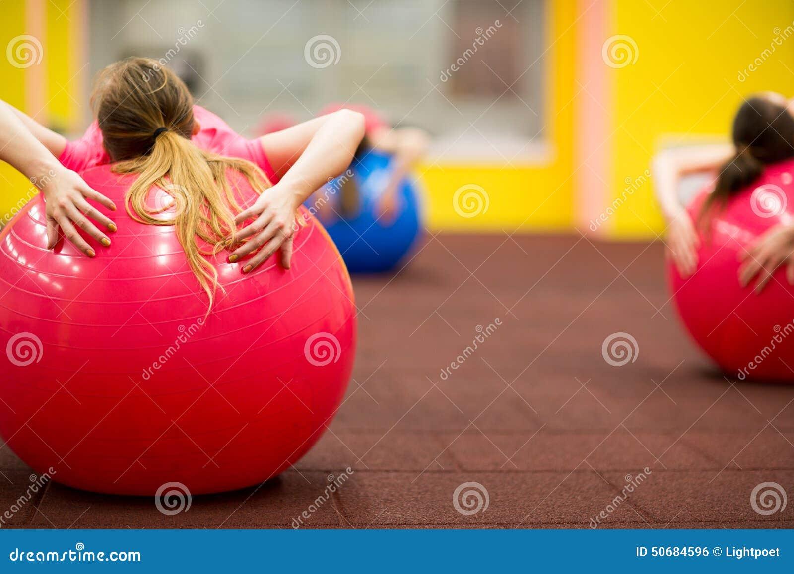 Download 编组的人pilates分类在健身房 库存照片. 图片 包括有 女性, 女孩, 休闲, 运动, 幸福, 执行 - 50684596