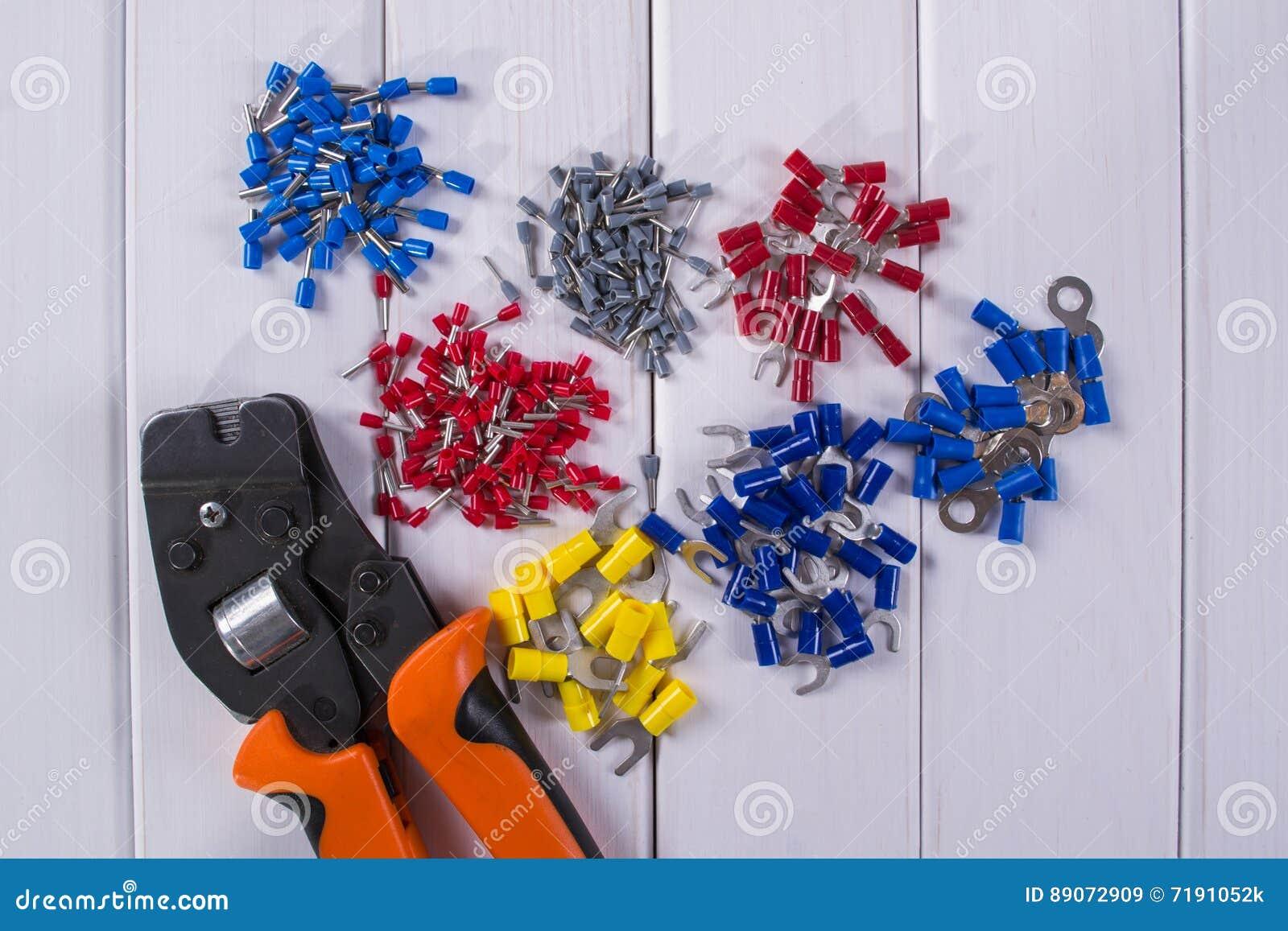 缚住把手用不同的颜色和大小,为起皱的工具