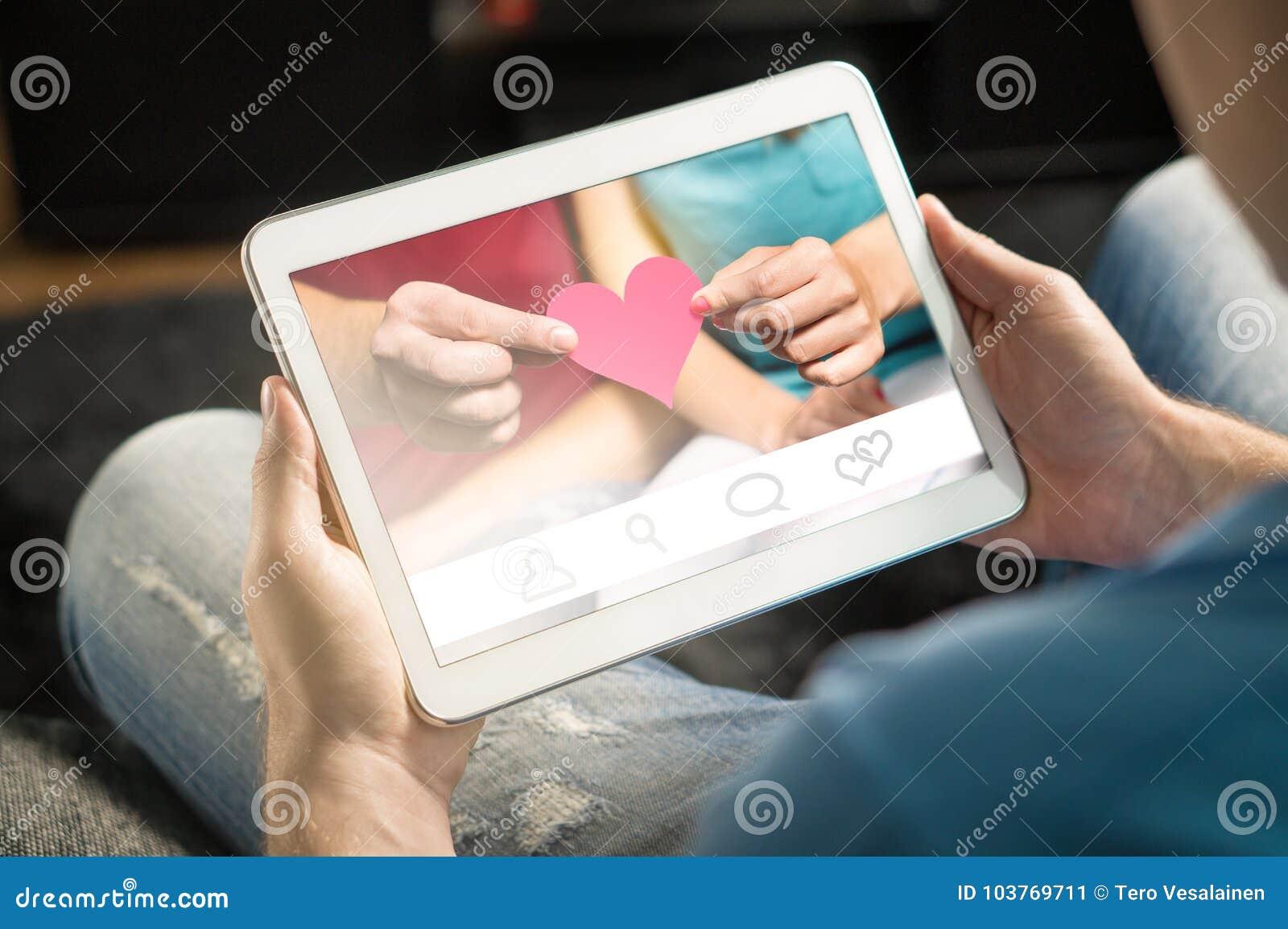 网上约会概念 虚构的应用或网站
