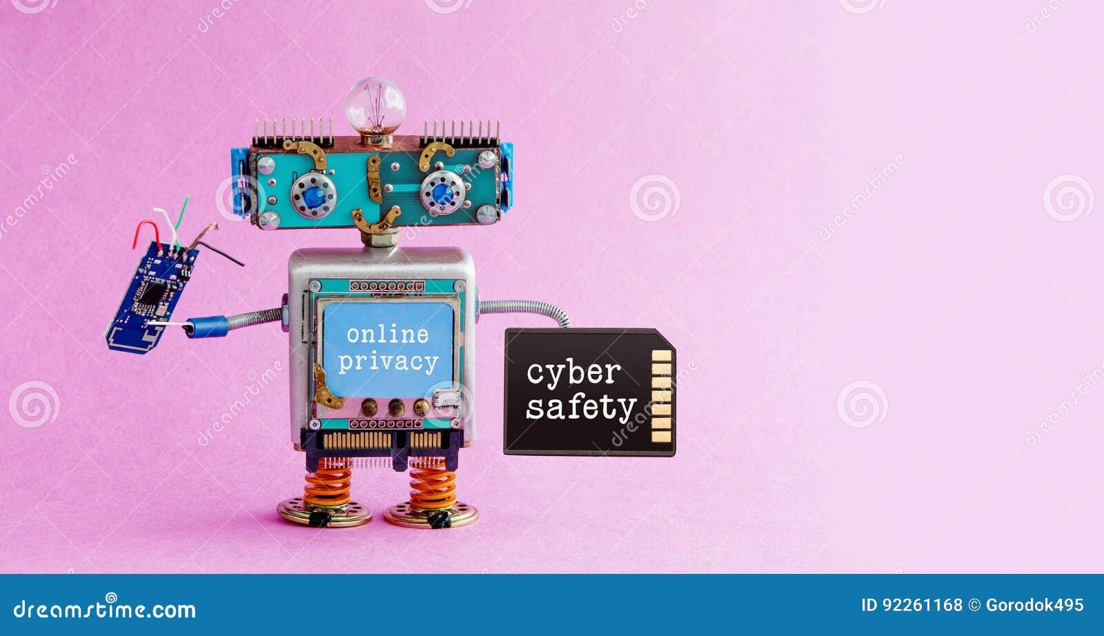 网络安全网上保密性机器人概念 系统管理员有存储卡基片电路的机器人玩具 Steampunk