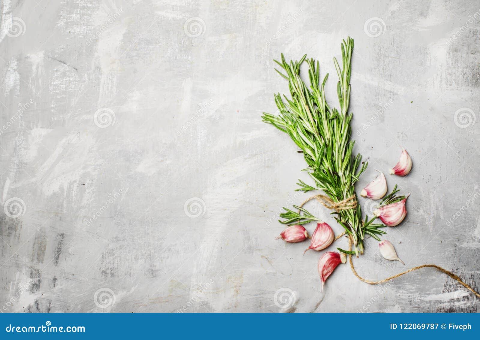 罗斯玛丽和大蒜,食物背景,顶视图