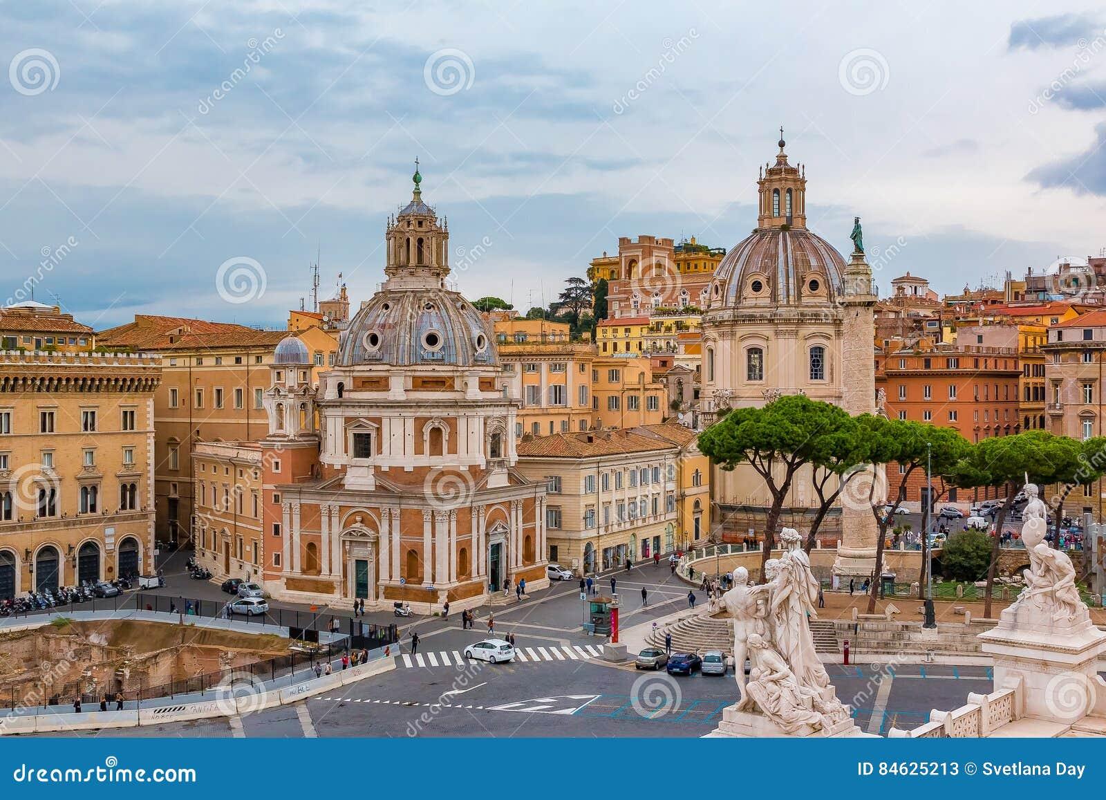 罗马圣玛丽亚二洛雷托省教会地平线和圆顶