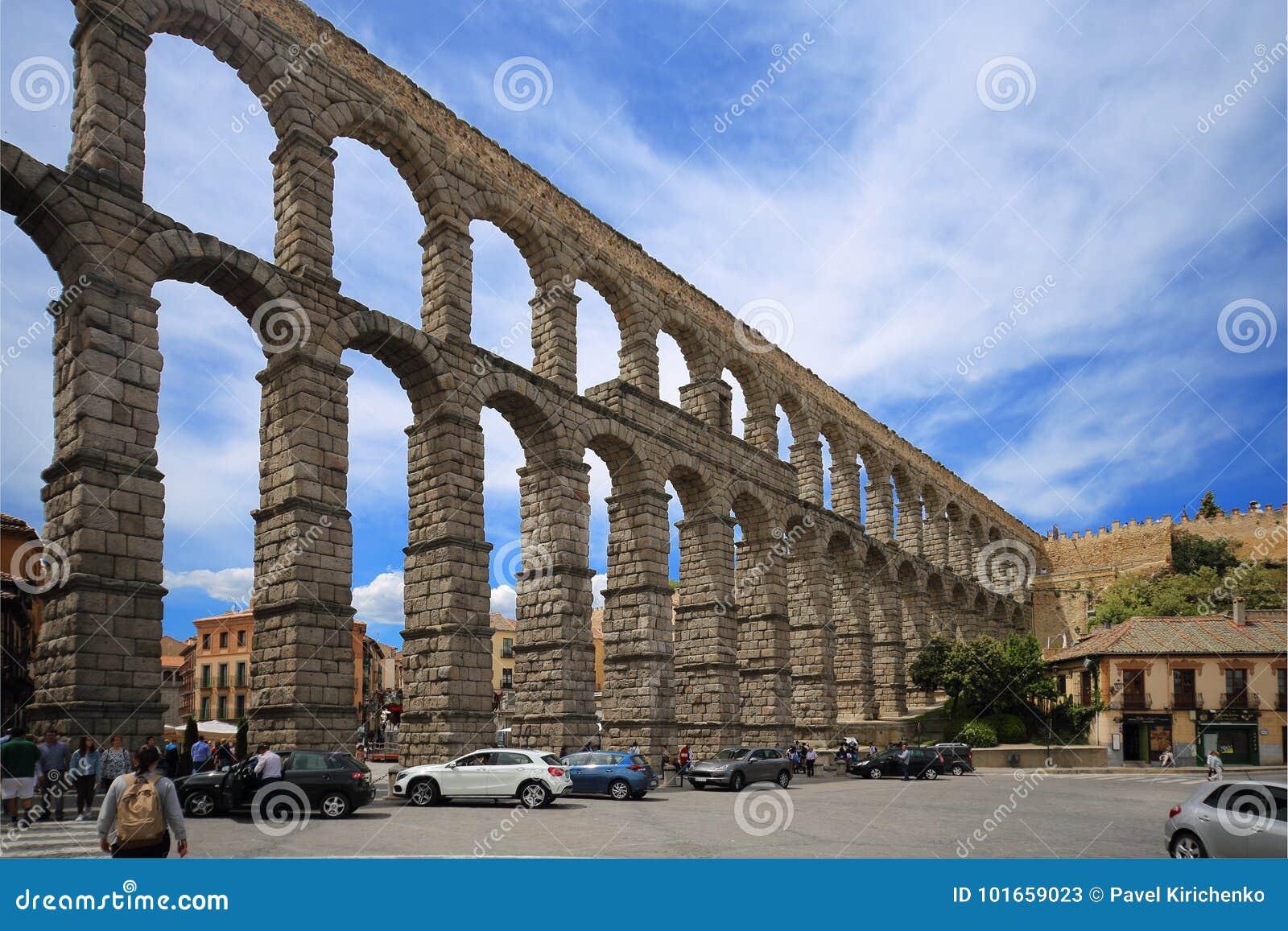 罗马塞哥维亚输水道,其中一最保存良好的高的罗马渡槽和是Seg的标志