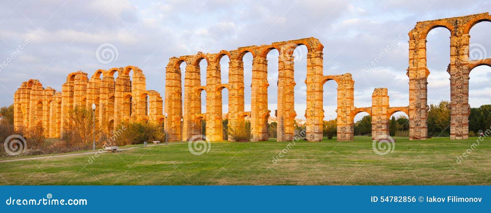罗马渡槽全景  梅里达