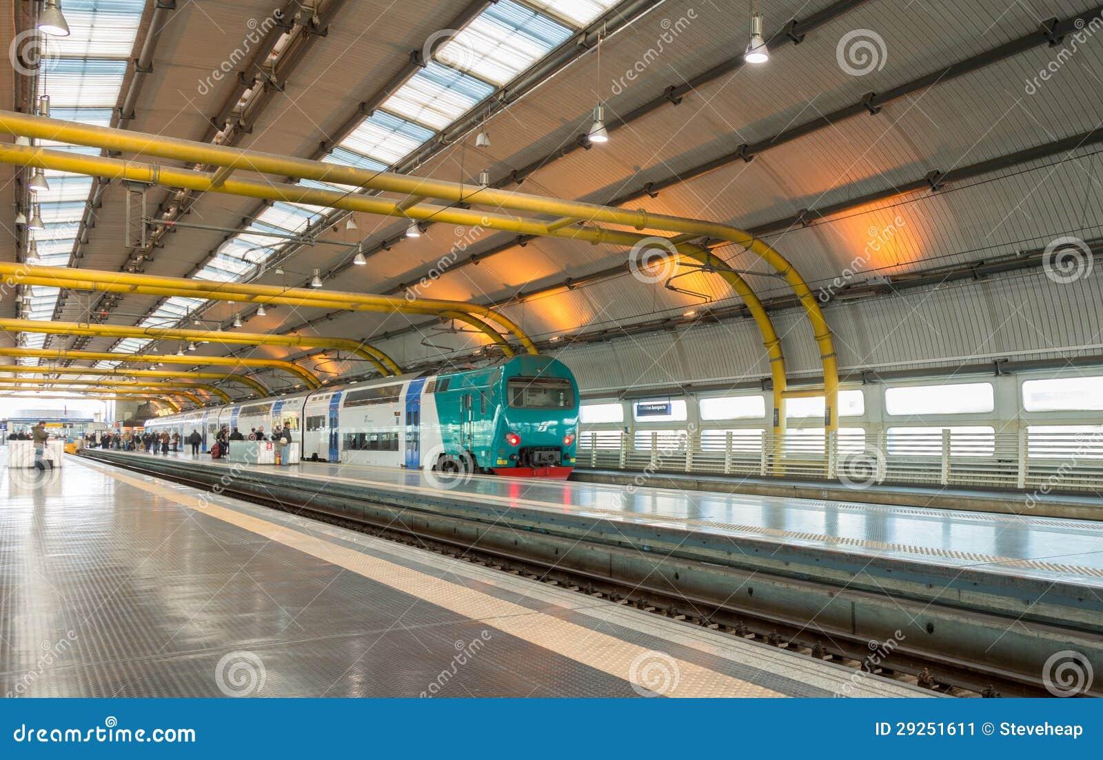 罗马,意大利- 1月27日: leonardo火车站在2013年1月27日的罗马