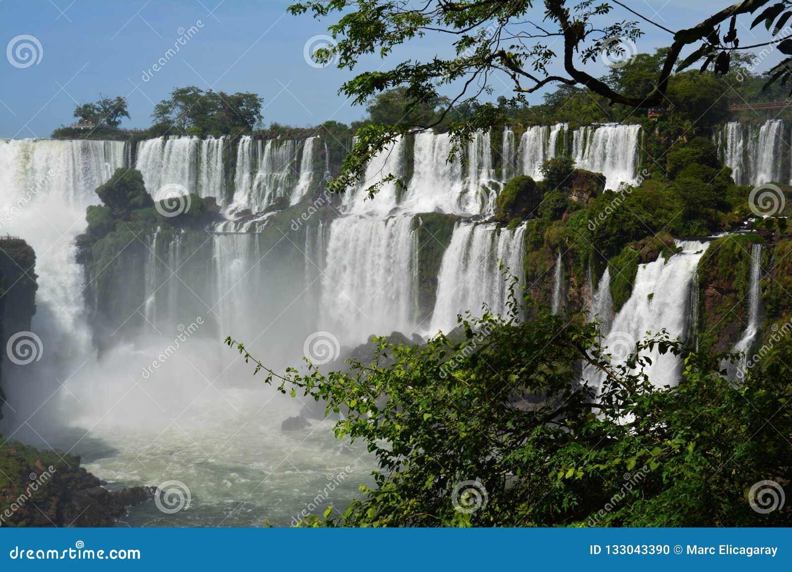 美丽的伊瓜苏瀑布在阿根廷南美洲