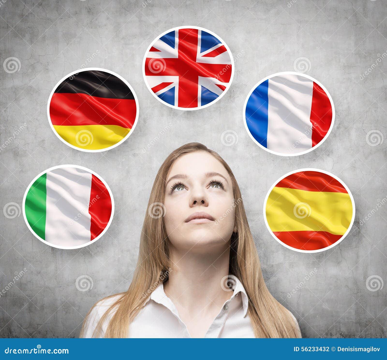 美丽的夫人由与欧洲国家的旗子(意大利语,德语,大英国,法语,西班牙语)的泡影围拢