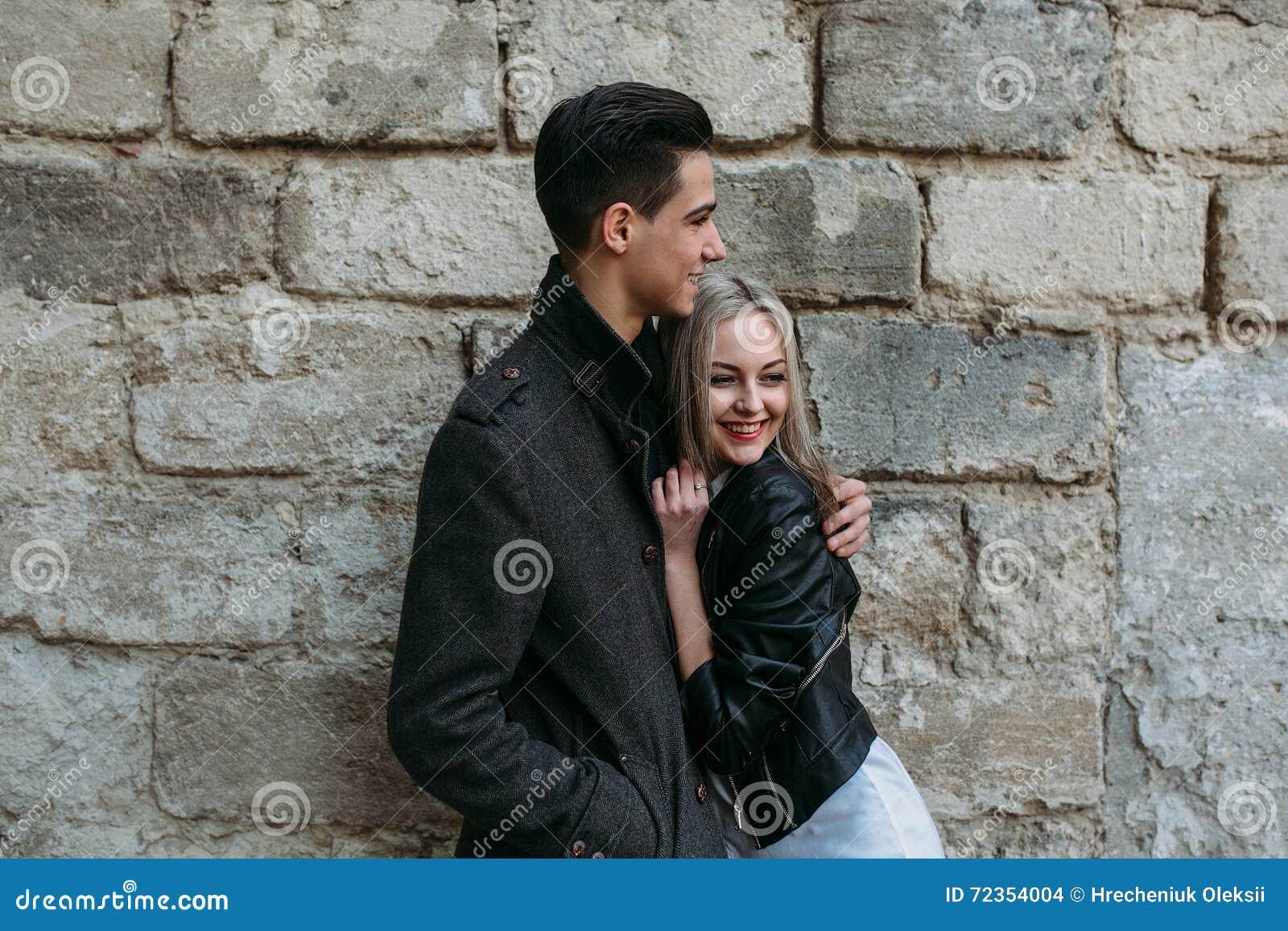 美丽的夫妇年轻人