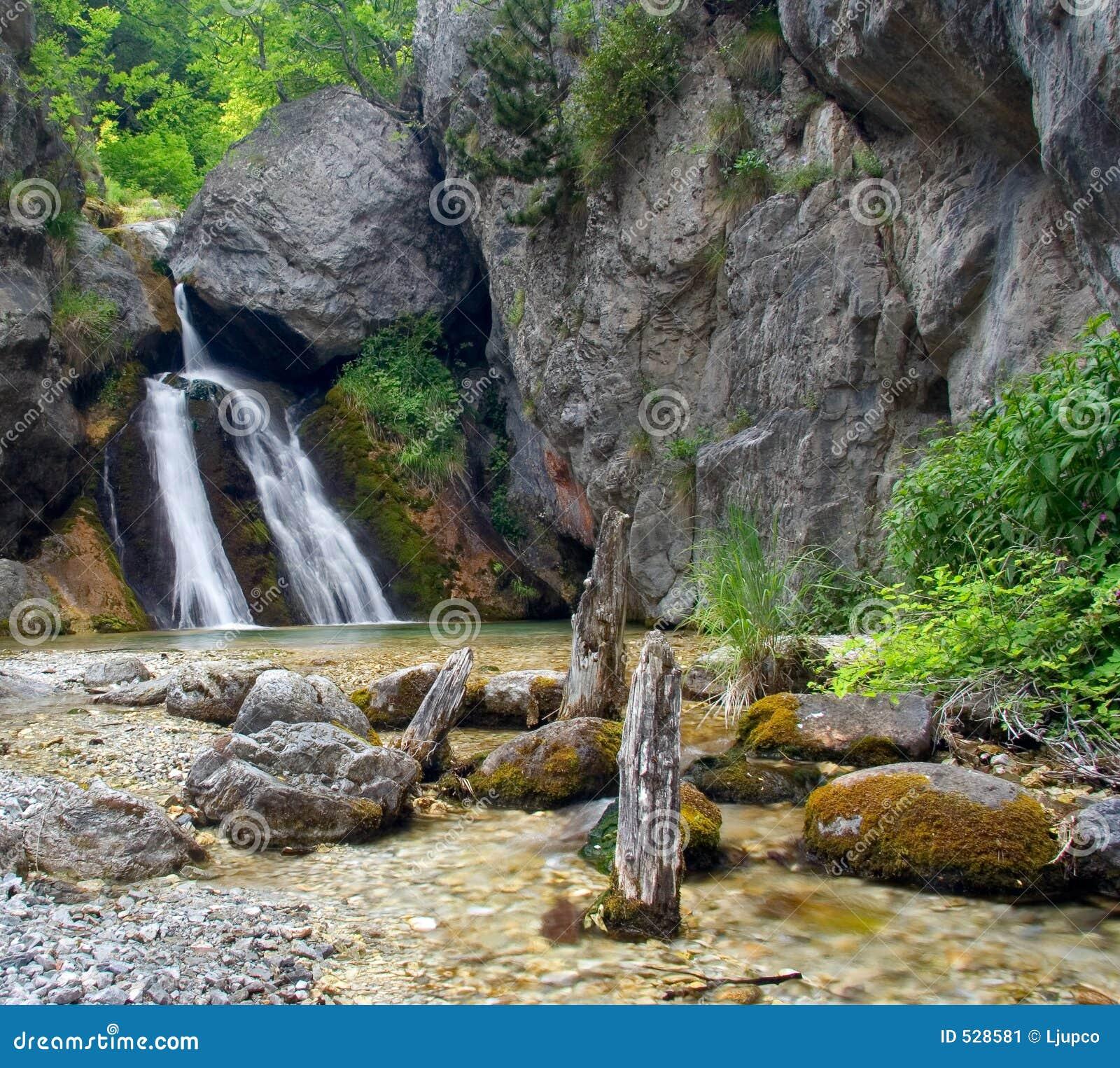 Download 美丽的奥林匹斯山瀑布 库存图片. 图片 包括有 横向, 小河, 干净, 石头, 新鲜, 外面, 青苔, 醉汉 - 528581