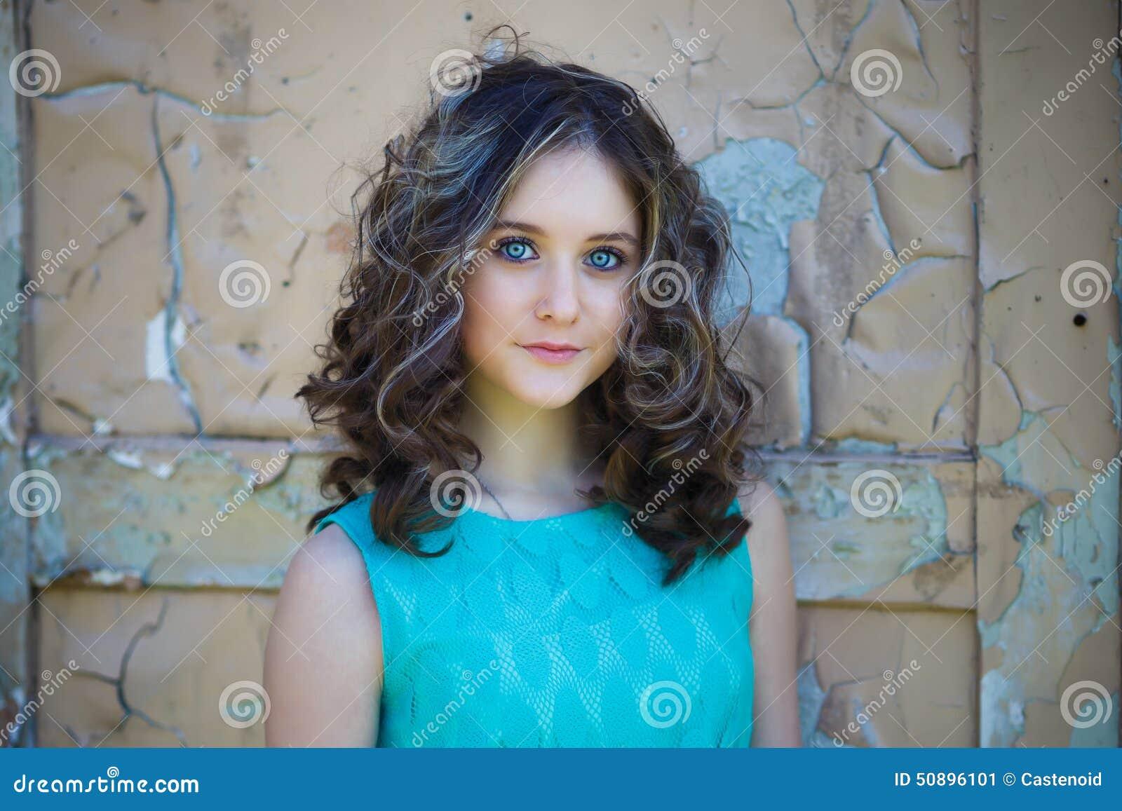 美丽的女孩年轻人